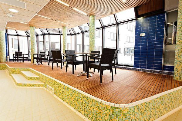 Tämä keskellä UNESCOn suojelemaa Rokua Geoparkia sijaitseva hotelli tarjoaa 4 uima-allasta, à la carte -ravintolan ja ilmaisen kiinteän internetyhteyden.