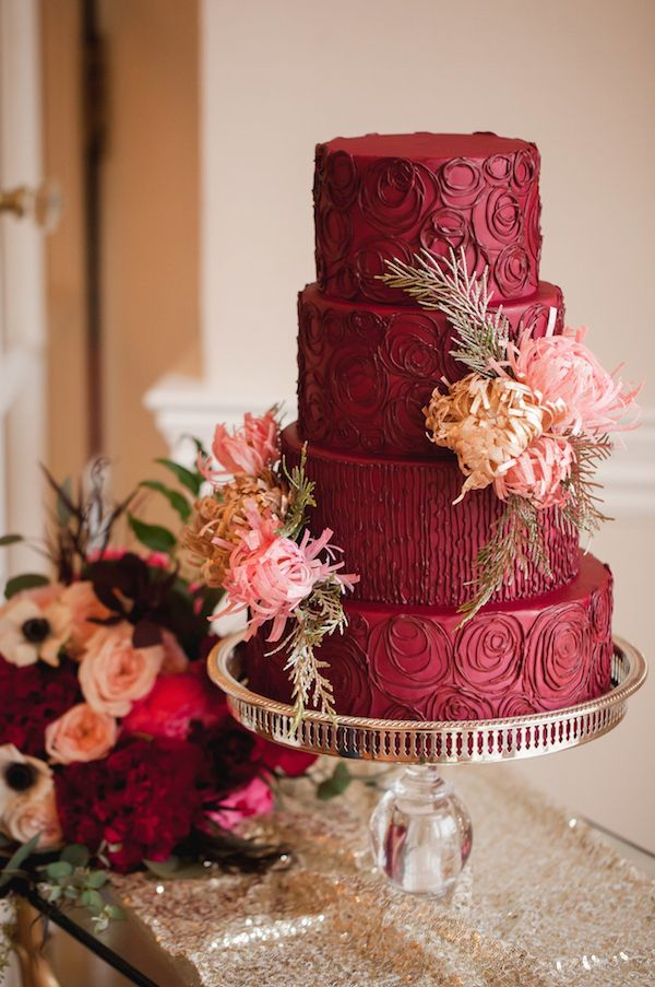 15 Pretty Perfect Marsala Wedding Inspiration --  Wedding Cake (Image by Casey Hendrickson Photography) #wedding #Pantone