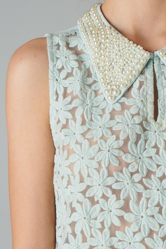 mint floral blouse with pearl collar. does it get much better?