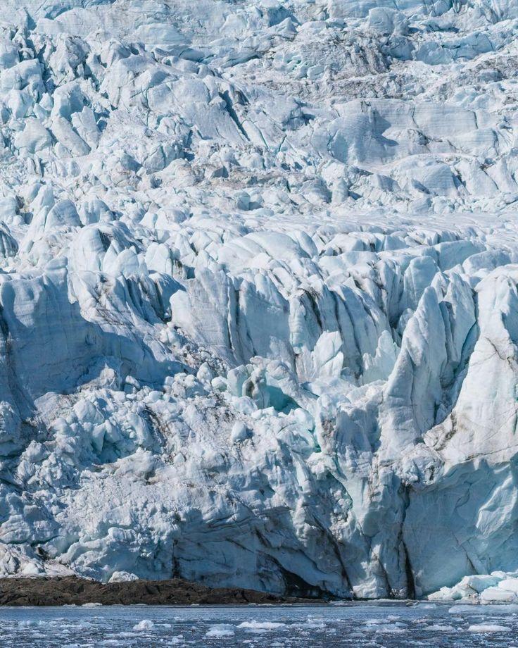 Surreal 💙 #sonya7RII #Arctic #NorthPole [ Location: Svalbard, Norway ] #BurnTheBucketlist 🔥 Follow us on Facebook or Instagram @burn_the_bucketlist 😉