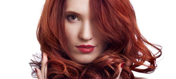 Sauna parowa to skuteczny sposób na przywrócenie zdrowego wyglądu włosów i skóry głowy. Sposób jej działania opiera się na dostarczaniu naturalnego ciepła w postaci pary wodnej. Nałożona wcześniej substancja czynna wchłania się ze znacznie większą efektywnością. W porównaniu do tradycyjnych suszarek dostarcza wilgotne powietrze co zapobiega wysuszaniu włosów.