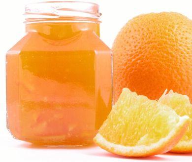 Eine Orangenmarmelade gehört auf jeden Frühstückstisch.
