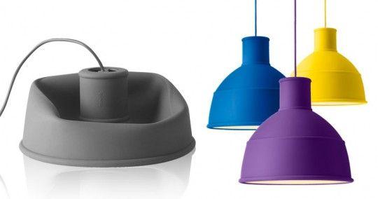 Unfold è una moderna lampada creata dai designer svedesi di Form Us With Love per la compagnia danese Muuto. Prodotta in silicone morbido ma resistente, Unfold è una lampada caratterizzata da una personalità moderna. La flessibilità del materiale permette di piegare e richiudere la lampada premendo su di essa. Con un semplice gesto sarà poi possibile riportarla alla forma iniziale.