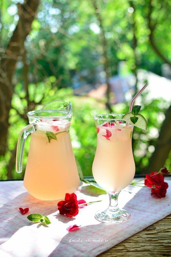 Suc parfumat din petale de trandafiri