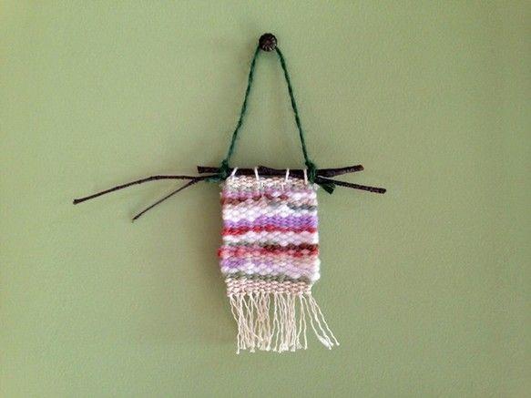 織りで作った小さなオーナメントです。ひだまりを想像して作成しました。暖かいさが表現できたと思います。ナチュラル感をだしたく、自宅にある白樺の枝を使ってみました...|ハンドメイド、手作り、手仕事品の通販・販売・購入ならCreema。