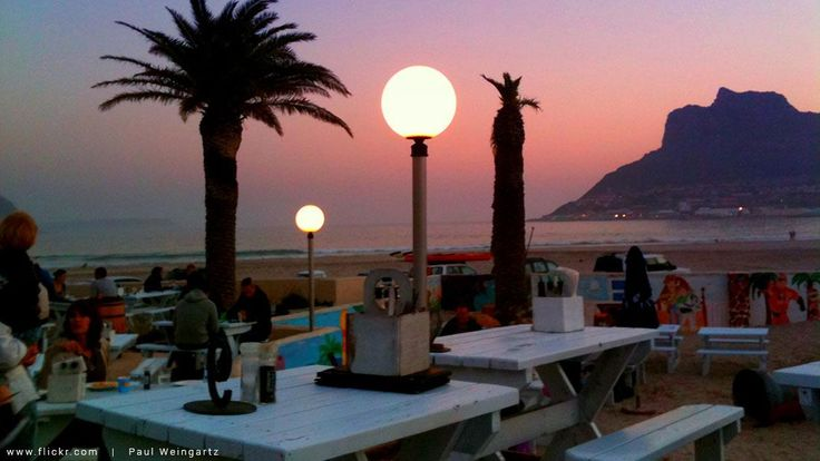 Want dinner with an epic view in #CapeTown but your pocket says 'NO'? We've found 5 restaurants that won't break the bank...