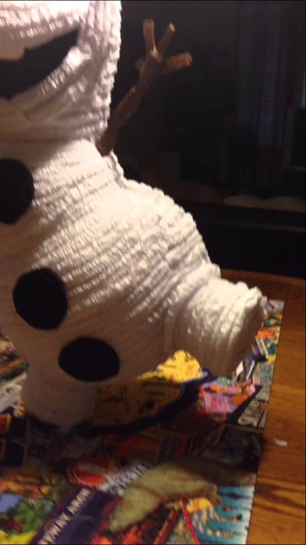 Frozen Olaf piñata
