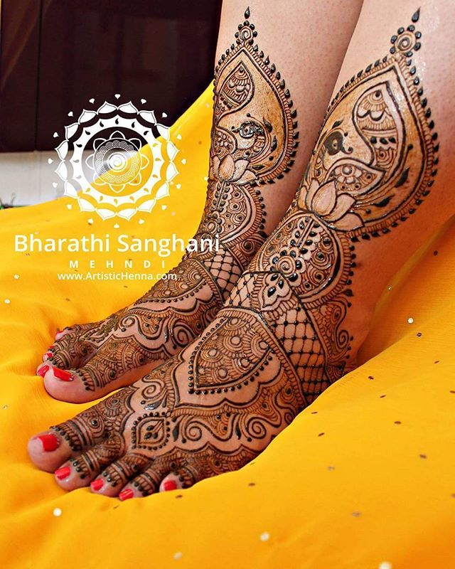 I met an absolutely sweet bride this summer - the lovely Khushboo Aggarwal. Totally loved doing Khushboo's henna.  #bharathisanghani #bharathisanghanimehndi #henna #mehndi #hennapro #hennaartist #internationalhennaartist #photography #cannon_photos #asianwedding #symmetry #hennaglove #wedmegood #peacocktattoo #indianweddinginspiration #hennaart #realindianwedding #internationalhenna #allthingsbridal #lotustattoo #traditional #bridalhenna #bridaljewellery #creativeart #hennabodyart…