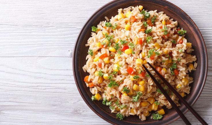 Τηγανητό ρύζι με αυγό και κοτόπουλο