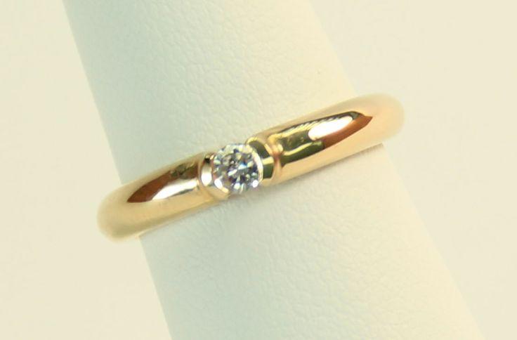 Anillo de Compromiso en oro amarillo de 14K. Diamante redondo en solitario de .10 quilates.  Claridad VS1, color G. $5,100.00