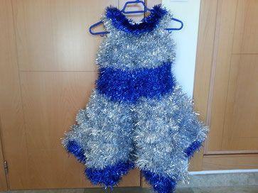vestido para navidad con espumillón.