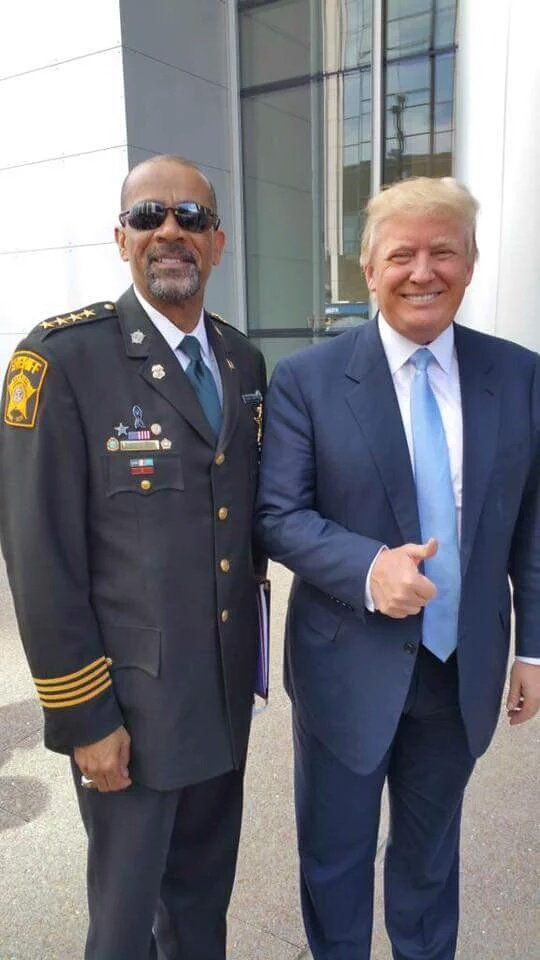 Sheriff Clarke and Donald Trump......HERE'S ARE TWO COMMON SENCE PEOPLE......ONE I'M VOTING FOR.