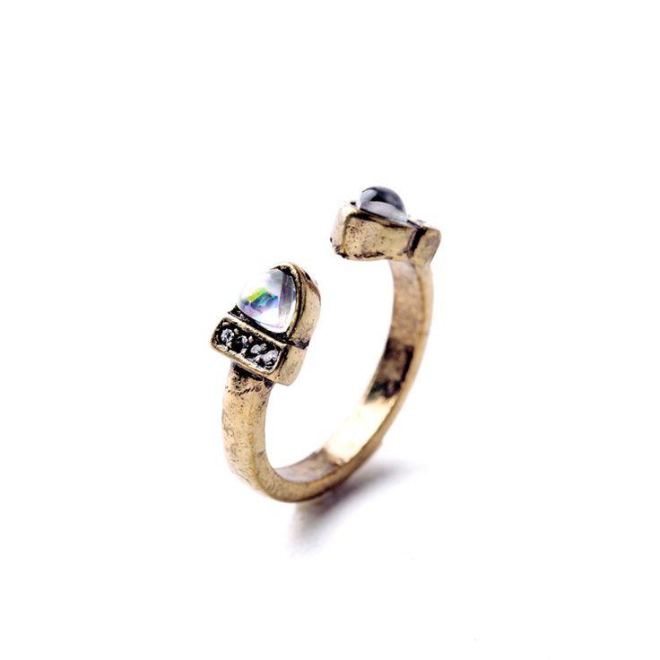 #baguefantaisie #cadeaux #bijouxcadeaufemme  Bague tendance en métal bronze. Bague adjustable.