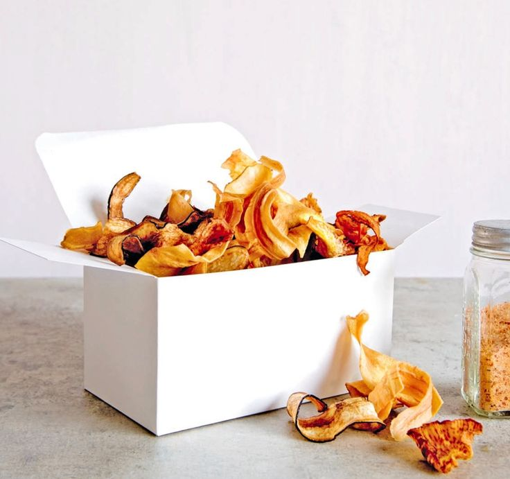 Homemade chips van vergeten groenten