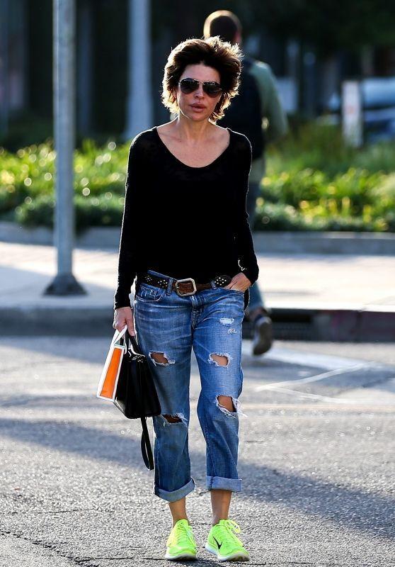 b8e6d0e838d Lisa Rinna Street Style - West Hollywood 01 17 2018