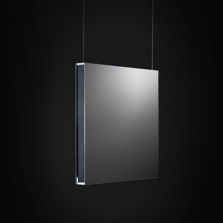 Area Sospensione - Sospensione a luce diretta, oppure a luce diretta ed indiretta, estremamente sottile, soli 4 cm di spessore Caratterizzata da un corpo in metacrilato schermata da entrambi i lati da una lamina di alluminio in diverse finiture oppure con uno specchio.
