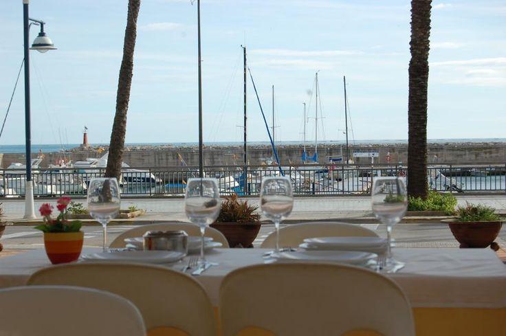 Alcanar.info us recomana #Restaurant Les Palmeres  #Terrassa davant el #passeig i #port esportiu durant tot l'any.