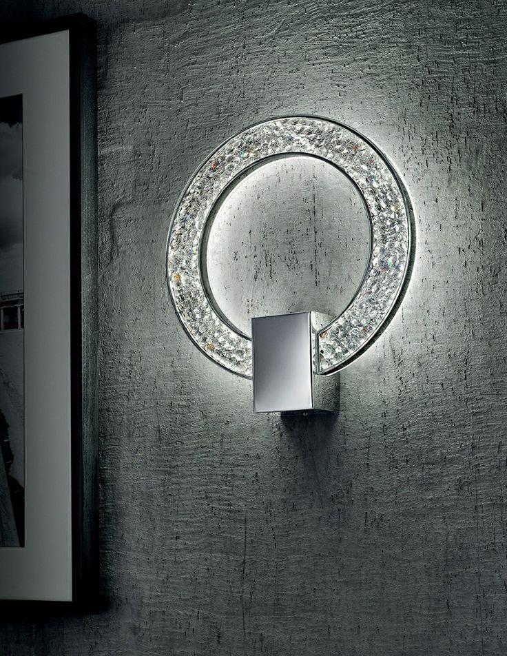 MALÉ 267, Csodásan csillogó kristály, amit belülről Ledek világítanak meg. Finom kidolgozású króm vázán csillogva tükröződik a fény. Elegancia, stílus, a luxus hangulata, nekünk ezt idézi a Malé. Design: CIERRESTUDIO & BOT VITTORIO MODERN
