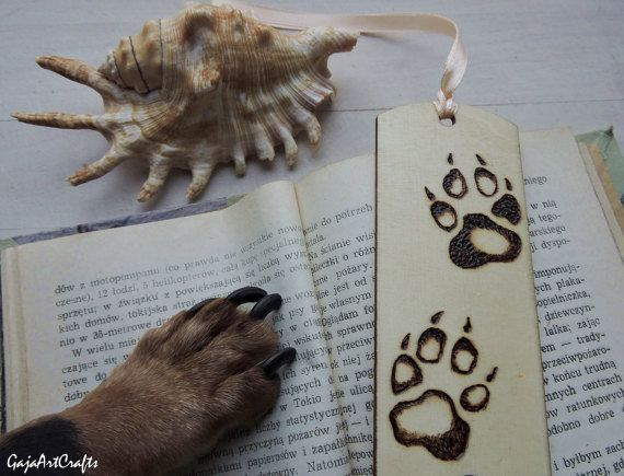 Wooden pyrography burned dog paws bookmark - Bookmark with burned dog paws for animals and dogs lovers who read a lot, for sympathy