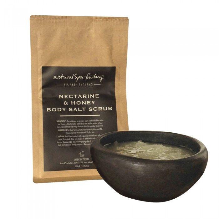 Salt Body Scrub - Nektarin og Honningblomst (250 gram). Ahh.. sol og sommer. Det beskriver vist bedst duften af denne skrub. En skøn skrub til at fjerne de døde hudceller og stimulere cirkulationen, som efterlader din hud blød, ren og opfrisket.