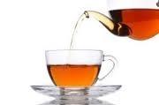 Thee is een populaire drank. Zelfs de populairste drank van de wereld. Maar hoe is de thee eigenlijk ontstaan en wie heeft thee ontdekt ? De geschiedenis van de thee begint 2737 v Chr. Op een dag zat keizer Shen Nung, uit China, warm water te koken. Hij rook opeens een heerlijke geur, en die geur  kwam uit de ketel. Hij keek in de ketel. Er waren wat wilde bladeren in de ketel gewaaid. De keizer proefde het water, en vond het water heerlijk.
