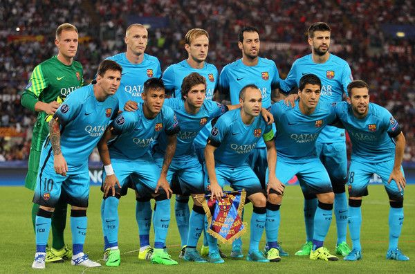 FC Barcelona team poses during the UEFA Champions League Group E match between AS Roma and FC Barcelona at Stadio Olimpico on September 16, 2015 in Rome, Italy.