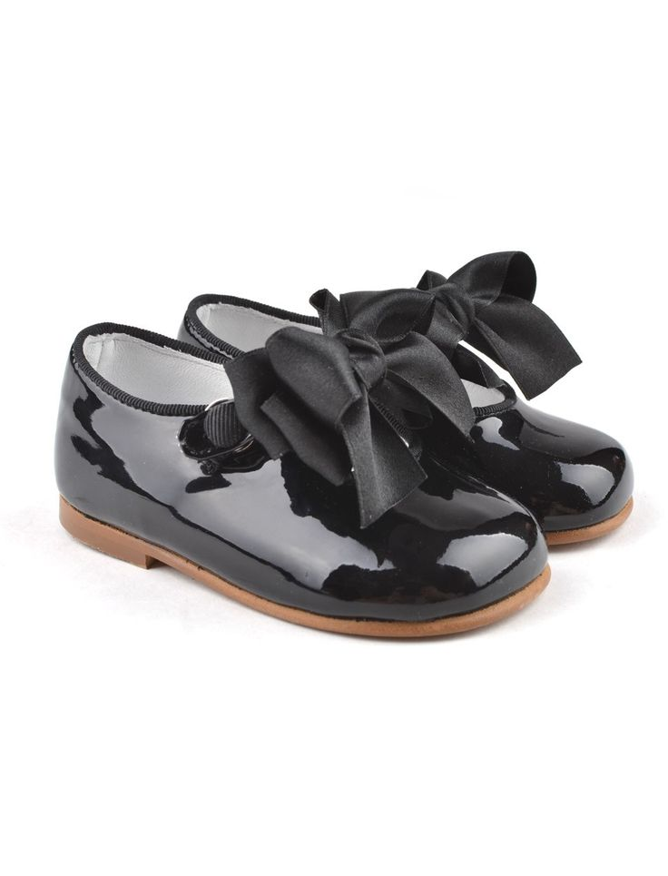 Black patent leather baby shoes with bow from Eli Cucada