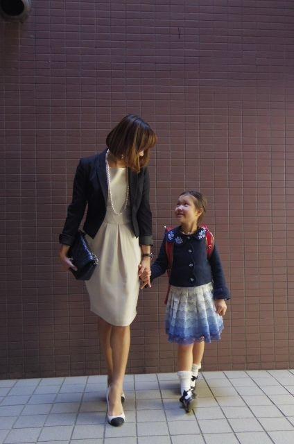 増山敬子さんの 入学式ワンピース スタイル ママ