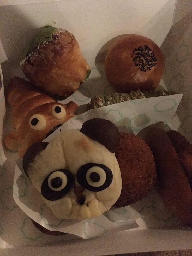 """はなももさんのツイート: """"@hanamomoact 今日買ったパン。夜見るとちょっとホラーなパンダパン(昼間も怖かったけど)。 https://t.co/TkqaCUKSZ7"""""""