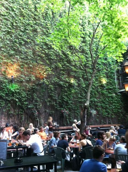Pub Sainte-Elisabeth (Montreal) - One of Montreal's best kept secrets. A green oasis in downtown Montreal.