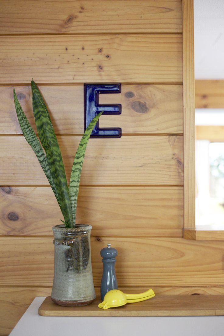 Styling by #placesandgraces - #lockwood #kitchendetail #lemonsqueezer #vintagepot #e #peppergrinder