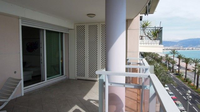 Nice - Promenade des Anglais - Amazing sea view terrace. Located just in front of the beach and near the center. Garage. €440,000 #nice #promenadedesanglais