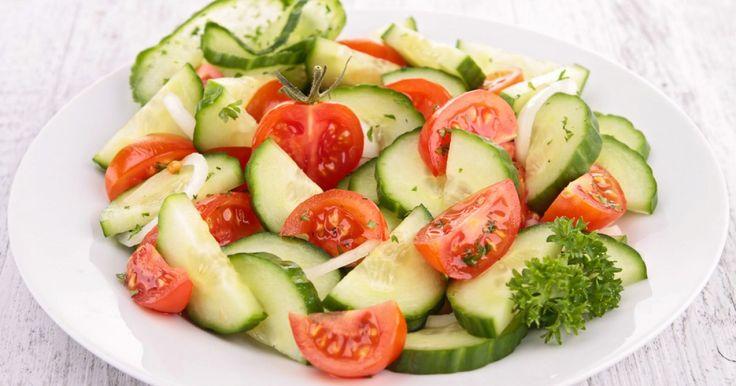 Salade de tomates, de concombre et de pois mange-tout