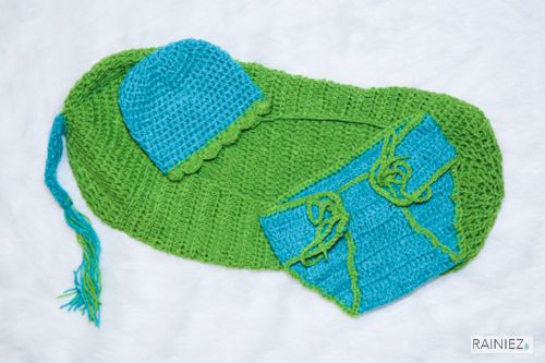 Cute Hand-Made Crochet Baby Pea in a Pod - Perfect as a baby photography prop - Made with soft yarn - Great for new moms and perfect for a baby shower gift! www.rainiez.etsy.com