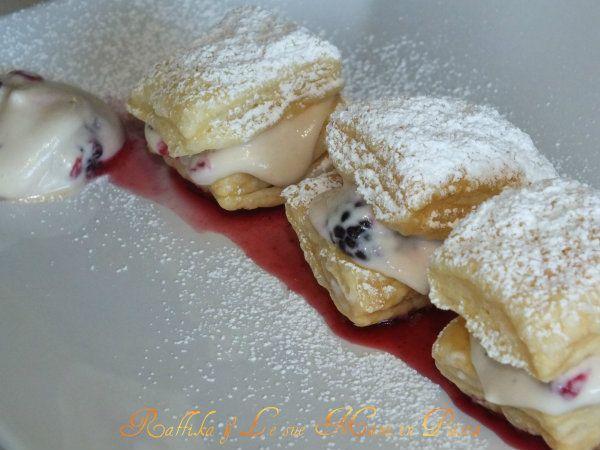 Millefoglie ai frutti di bosco e crema di mascarpone (uovo + zucchero a velo + panna)