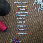 #Tekstarmbandjes aan het maken, spelen met #kraaltjes #letterkralen #armbandjesmaken #Good2get #vriendschapsarmbandjes #naamarmbandjes . . Playing with #beads to make #namebracelets #bracelets #texts #love #letters