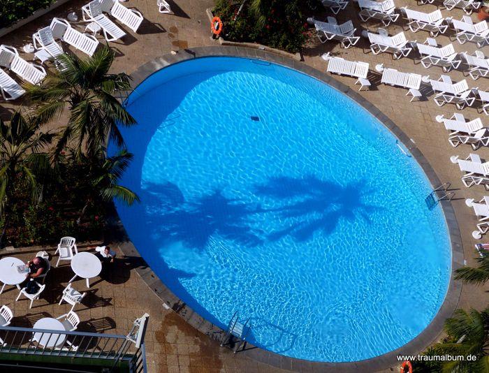 Am Pool - View down