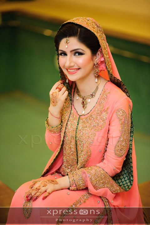 Coral and green makes such a perfect combo! The color I want for my walima :) #adorable #sopretty #cantwait