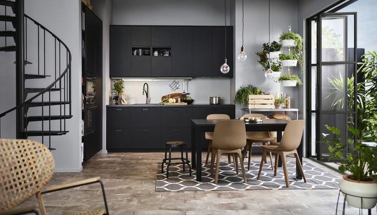 ODGER eetkamerstoel   IKEA IKEAnl IKEAnederland nieuw inspiratie wooninspiratie interieur wooninterieur eetkamer stoel eettafel keuken METOD veelzijdig KUNGSBACKA koken eten drinken lunch ontbijt diner