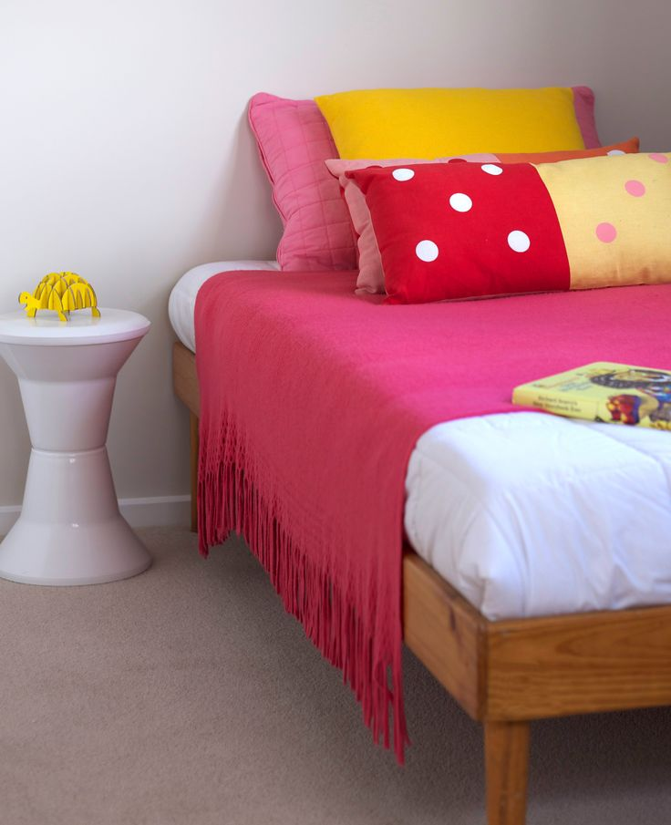 Bright kids bedroom. Pink blanket. Vintage day bed. White Chroma sidetable. #citta spot cushion. Styling by placesandgraces