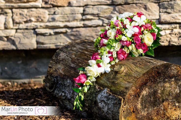 převislá svatební kytice