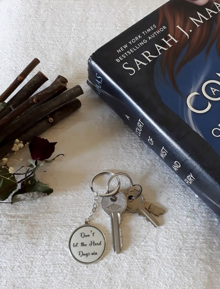 """A Court of Mist and Fury keychain - """"Don't let the hard days win"""" quote #ACOMAF #ACOTAR #acotarseries #ACourtofMistandFury #SarahJMaas #fandom #bookquote #fantasybook #FeyreArcheron #ACOTARjewelry #acomafjewelry #bookishitems #booklover #resinjewelry #handmadejewelry #resinkeychain #dontlettheharddayswin"""