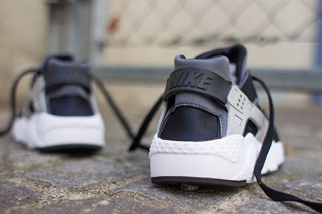 NIKE AIR HUARACHE JUNIOR (BLACK/WOLF GREY) | Sneaker Freaker