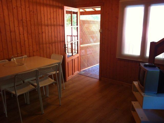 Vista de la sala desde la cocina del bungalow Tipo Dúplex
