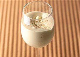 Mousse van Baileys / • 60 g Kristalsuiker • 60 ml Likeur (bij voorkeur Baileys) • 1 Ei • 2 Eierdooiers • 1/2 Koffielepel Cacaopoeder, ongezoet