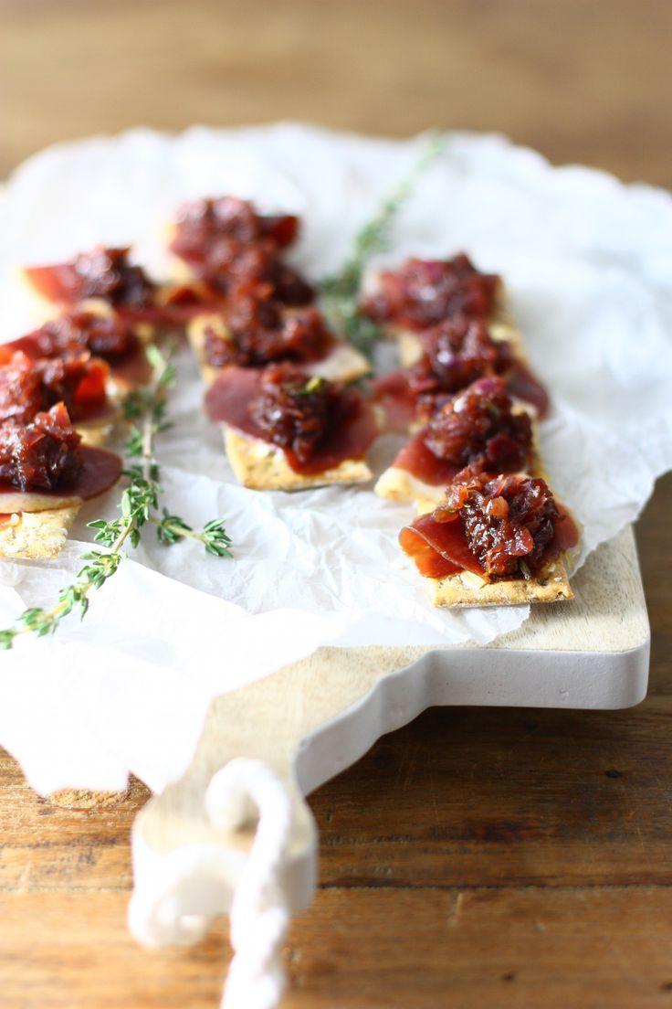 Toast met gerookte eendenborst en chutney van rode ui // Francesca Kookt