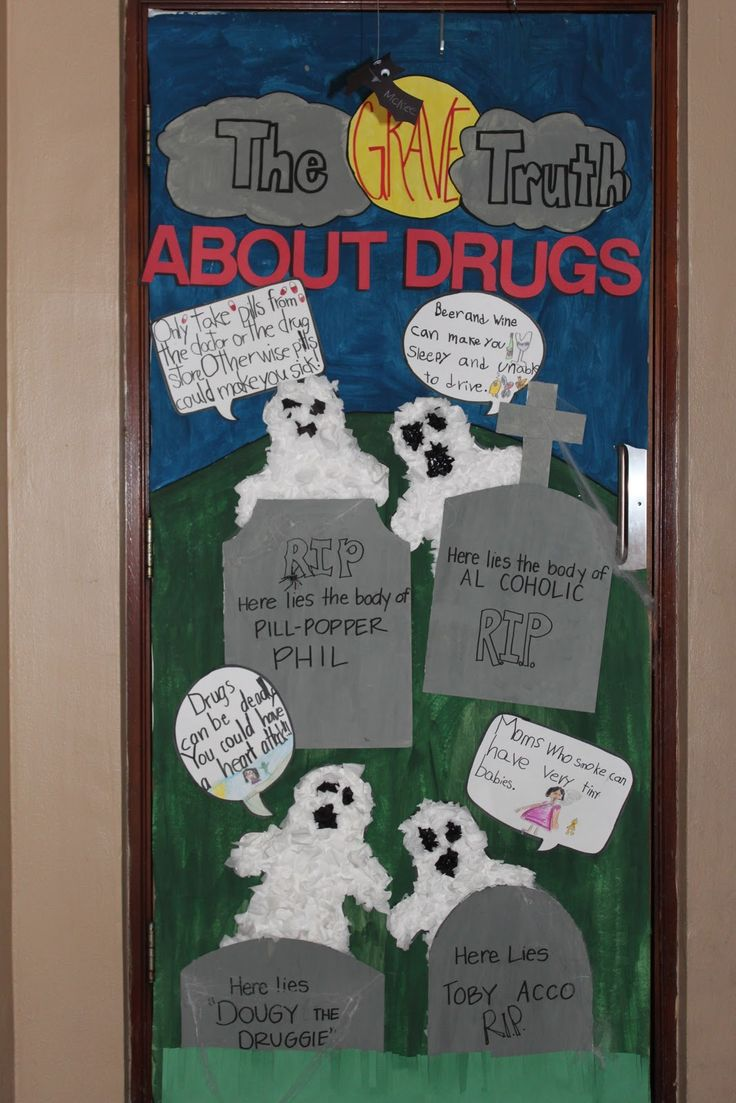 Halloween Bulletin Boards Grades Various Be sure to check out our October Bulletin Board ideas for Halloween related ideas. Cheesecloth Ghosts Grades K-2 A fun and creative way to make some great classroom Halloween decorations: cheesecloth ghosts! Submitted by: Marie Hlavin [email protected], a kindergarten teacher.
