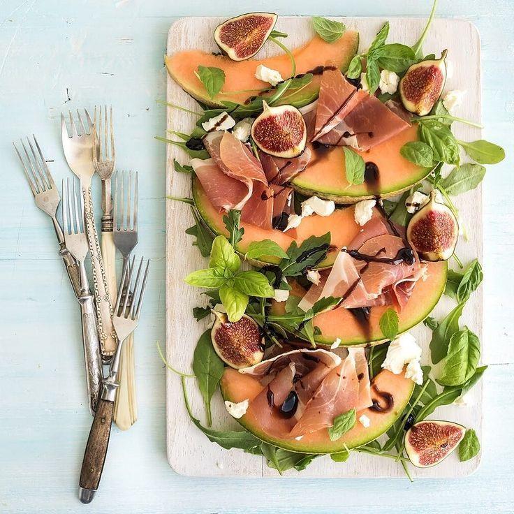 Ehi #emiliafoodlovers it's time to have #lunch... It's Hot!! What better than #Melon #ParmaHam #figs and #balsamicvinegar tradizionale di #reggioemilia #enjoy  #ciao #emilia #food #lovers é l'ora di #pranzo e c'è molto caldo... Cosa se non #Melone #Prosciutto di #Parma #fichi e #acetobalsamico tradizionale di #reggioemilia #buonappetito  www.emiliafood.love is coming #emiliafoodlove #foodblogger #foodporn #foodstyling #foodgasm #italianfood #italy #italiancuisine #traditional #foodpics