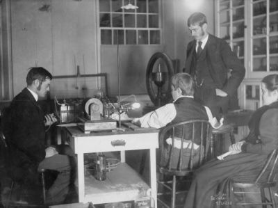 First medical X-ray in the US, Drs Edwin and Gilman Frost using a Puluj lamp for their first X-rays on 3 February 1896, notice the bright light generated by the tube. The Cathode Ray Tube site, X-Ray tubes.