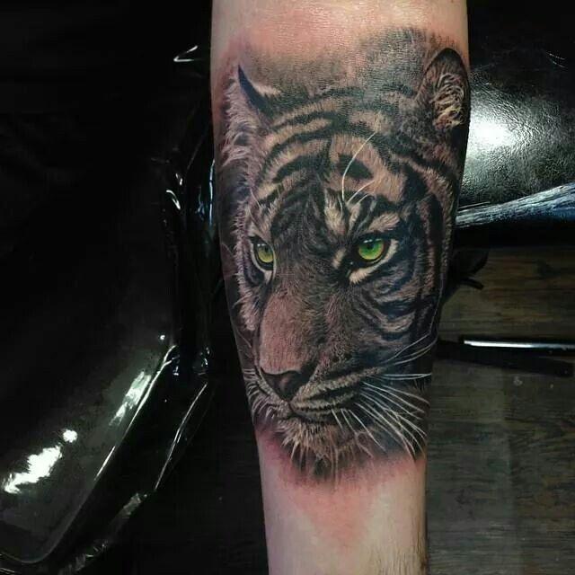 68 best tiger tats images on pinterest tiger tattoo animal tattoos and tattoo ideas. Black Bedroom Furniture Sets. Home Design Ideas